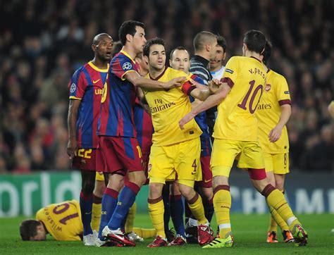 barcelona vs arsenal robin van persie and sergio busquets photos photos