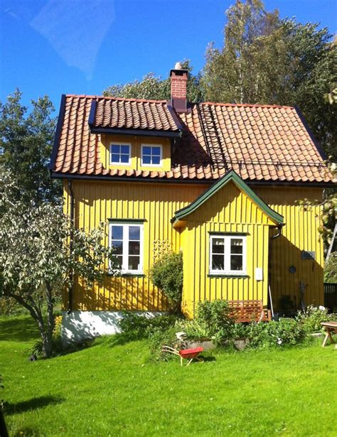 Yellow Cottage by Yellow Cottage Small Houses Casas Peque 241 As