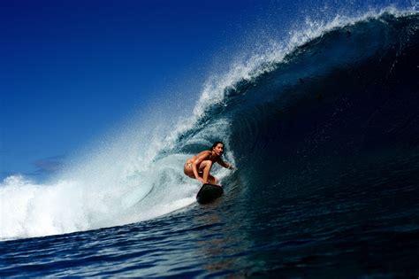 wave surfing girl surfing ocean bikini sexy babe wallpaper 2000x1331 336192 wallpaperup