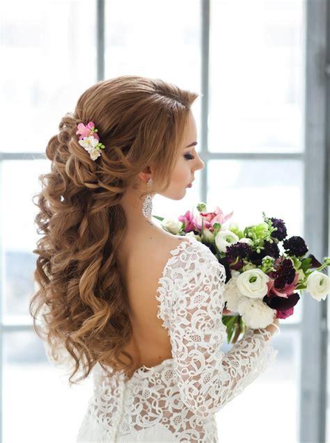 Hochzeitsfrisur Halboffen Blume by 55 Brautfrisuren Stilvolle Haarstyling Ideen F 252 R Lange Haare