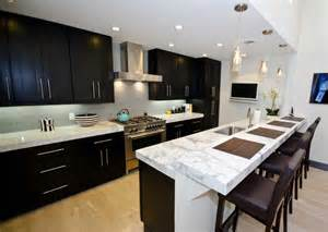 Kitchen design with black color staining kitchen cabinet and white