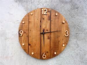 horloge murale en bois style rustique et industriel