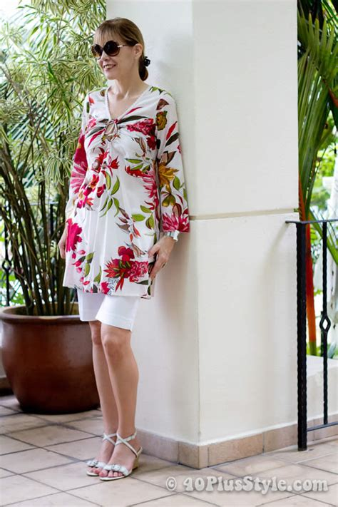 spring outfits for women over 40 beach holiday outfits inspiration for women over 40