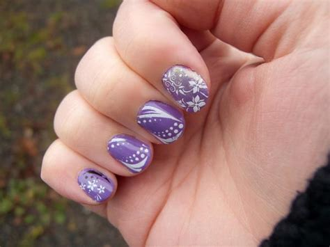 purple flower nails purple and white flower nails