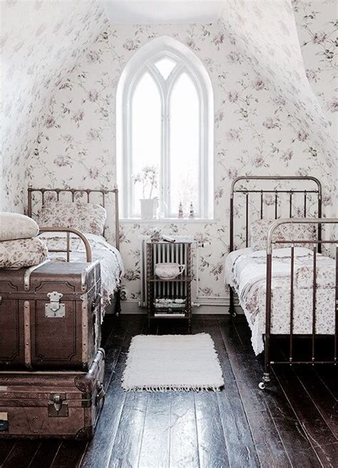 old fashioned bedroom i love this old fashioned look this would be nice to have