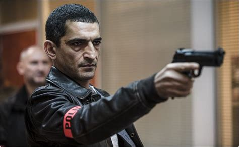film lucy en arabe the egyptian actor amr waked with scarlett johansson in