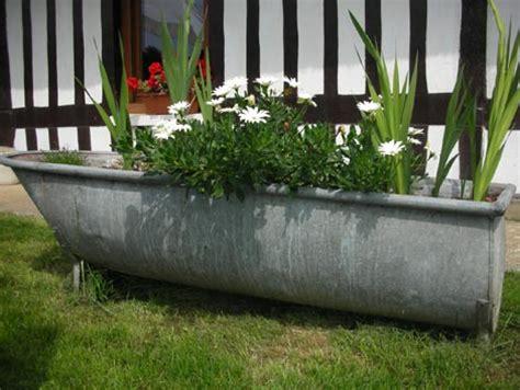vieille baignoire baignoire en zinc recyclee en jardiniere