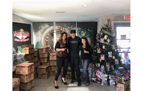 Holiday Toy Giveaway 2017 - boxing champions and community unite for holiday toy giveaway fight news asia