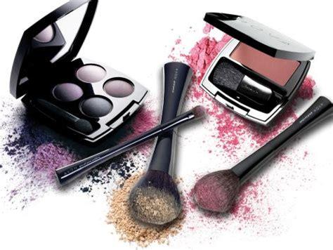 Reny Make Up Kit Bedak Eyeshadow Dan Lipstick Limited of a makeup artist avon sales representative