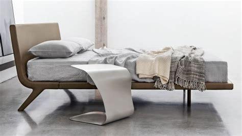 bett grau holz moderne betten f 252 r zeitgen 246 ssische schlafzimmer