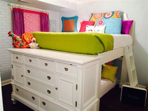 Bed And Dresser Combo by 25 Best Ideas About Dresser Bed On Bed With