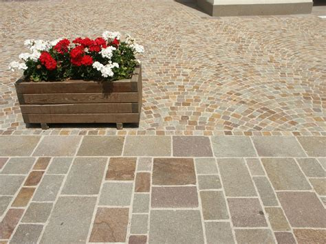 piastrelle per muri esterni piastrelle in porfido piano naturale coste segate o