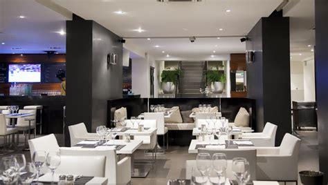 restaurante moderno  muebles blancos fotos   te