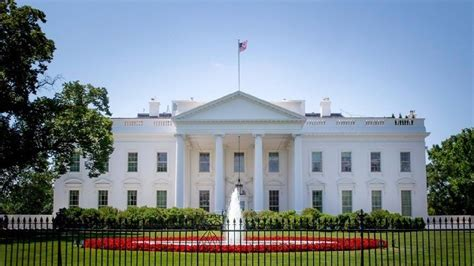 white house on lockdown after reports of shooting