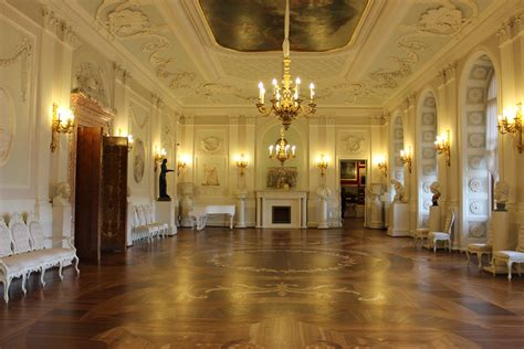 vestibulo de un castillo free images mansion floor palace castle interior