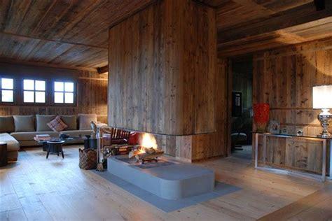 foyer 4 faces fireplace chalet chemin 233 e chalet en pietra serena et