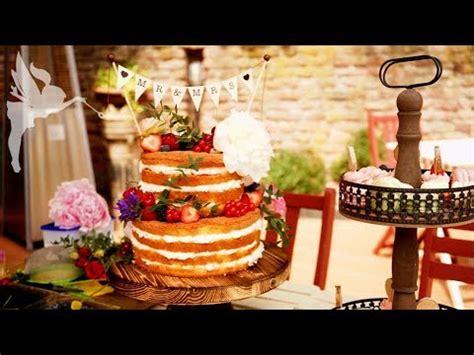 Hochzeitstorte Mit Cupcakes by Of Cake Hochzeitstorte Macarons Cupcakes