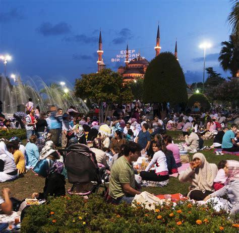 bis wann ist ramadan ramadan was sie 252 ber den fastenmonat wissen m 252 ssen welt