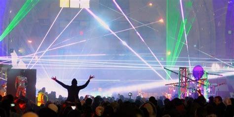dumbo festival of lights festival of light turns dumbo into a magical scene samy