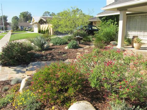 Low Water Landscaping Southern California Pictures To Pin Southern California Landscape