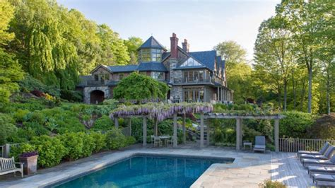 bedford new york bruce willis drops 9m to join celebrity coven in bedford