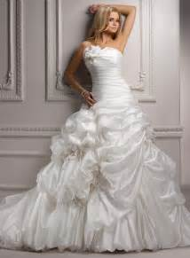 Strapless Wedding Dresses Looking Chic And Elegant With Strapless Ball Gown Wedding