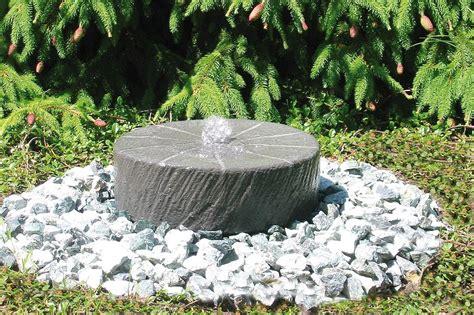 Garten Springbrunnen Aus Stein by Kleine Gartenbrunnen Gartenbrunnen