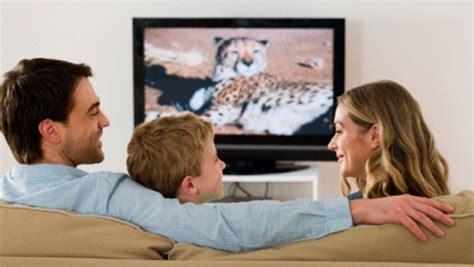 Imagenes De La Familia Viendo Tv   191 cu 225 les son los beneficios de un smart tv revista eka