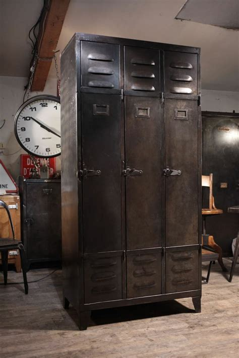 meuble de metier industriel ancien vestiaire en metal