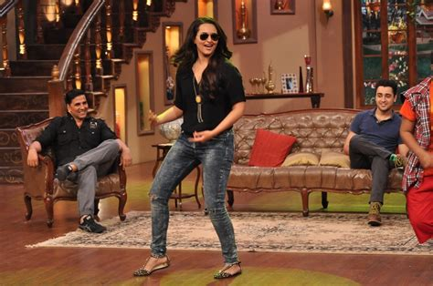 comedy nights with kapil on the sets the times of india sonakshi sinha dancing on the sets of comedy nights with