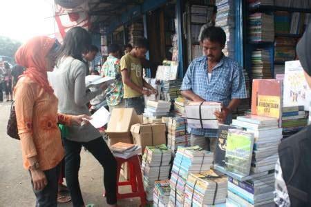 Menjual Seluar Dalam Terpakai 180 kios pedagang buku di jalan pegadaian digusur sumut pos