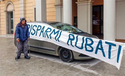 sede veneto banca montebelluna si lancia in auto contro la sede di veneto