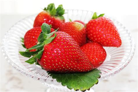 can my eat strawberries can guinea pigs eat strawberries fruit stems or leaves