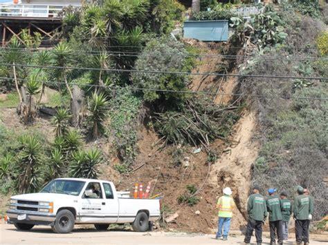 Pch Landslide 2017 - pch lanes reopen after landslide cleanup video pacific palisades ca patch