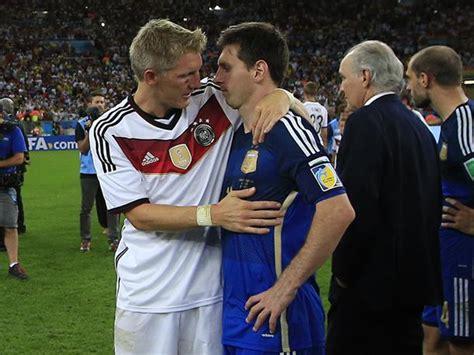 futbolistas peruanos que portaron la brasil 2014 bastian schweinsteiger consol 243 a lionel messi