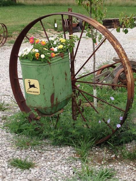 Wagon Wheel Decor Garden Whattodowithold What To Do With Wagon Wheels