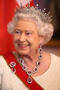 queen elizabeth 2nd queen elizabeth ii tiaras necklaces etc 2 nov 2007 dec