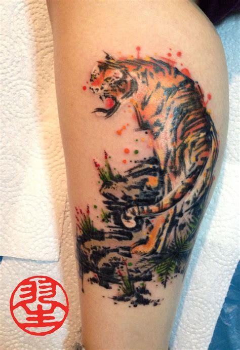 watercolour tiger auf der wade fuss tattoos aus