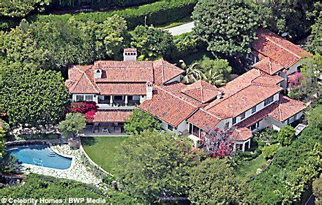 Posh And Becks To Buy Meg Ryans La Mansion posh and becks to buy meg s 20million bel air