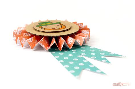 How To Make A Badge Out Of Paper - mollymoocrafts st s day crafts diy badges