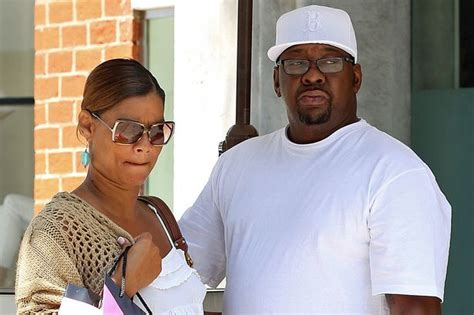 Bobby Brown Pays Up by Bobby Brown S Rushed To Hospital Prayers Going Up