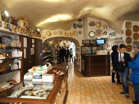 piccadilly ceramics amalfi italy entering conca dei marini コンカ デイ マリーニ piccadillyの写真