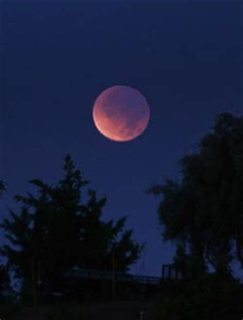 watch a late night eclipse of the moon on april 14 & 15