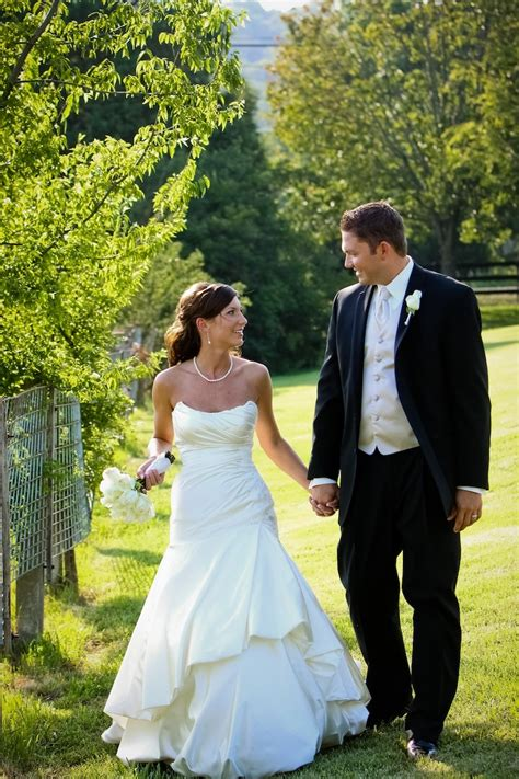 Bridal And Groom Pics by And Groom Dove Photography Stylish Wedding Garters