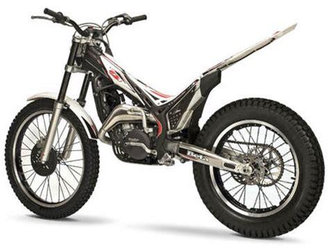 Trial Motorrad Wheelie by Trial Moto
