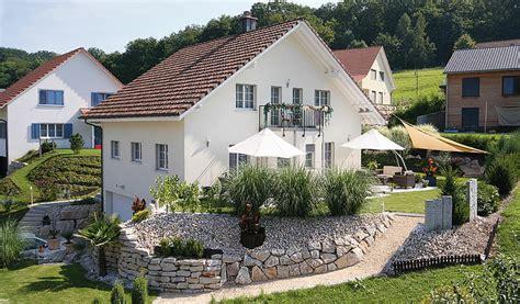 Haus Im Hang Bauen by Bauen Am Hang Swisshaus Ag