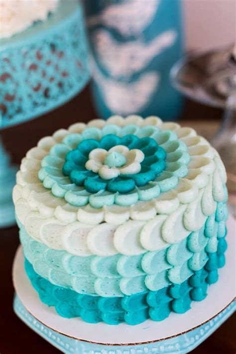 Cake Decorating With Buttercream Ideas by 25 Best Ideas About Buttercream Cake On Cake