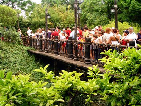 theme park queue management theme park management interactive queue makes disney