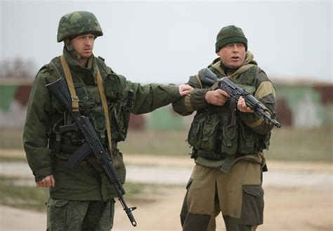 A Soldiers 26 disquieting photos of armed russians still surrounding