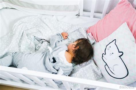 baby im kinderbett schlafen lassen so hat mein alleine schlafen gelernt nie wieder